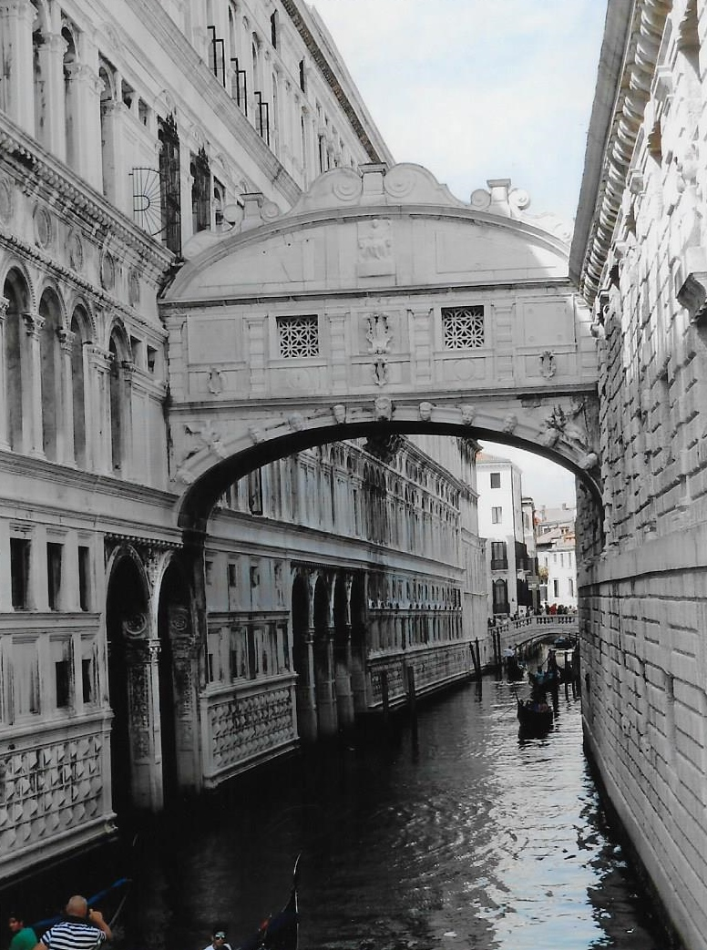 the bridge of sighs in venice with the doge s palace on the left and the prison on the right. Black Bedroom Furniture Sets. Home Design Ideas